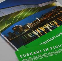 Catálogo Euskadi. Un proyecto de Publicidad, Dirección de arte, Diseño editorial y Diseño gráfico de Muka Design Lab  - 28-11-2012