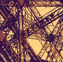 Foto / Effiel Tower . Un proyecto de Diseño, Fotografía, Diseño gráfico y Paisajismo de Adrián Pérez Rivera         - 30.01.2014