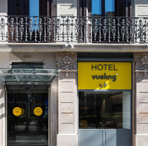 Vueling, pdv, trade marketing. A Design, Br, ing, Identit, Graphic Design, Information Design, and Product Design project by Mediactiu agencia de branding y comunicación de Barcelona  - 18-06-2014