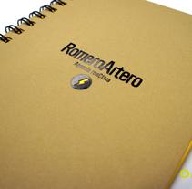 Cuaderno y tarjetas de visita para la Agencia Romero Artero. Un proyecto de Diseño de Omán Impresores  - Jueves, 12 de febrero de 2015 00:00:00 +0100