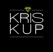 KrisKup. Vasos, copas y bandejas irrompibles. Um projeto de Direção de arte, Br, ing e Identidade, Design gráfico, Packaging e Web design de Patricia  Berthier - 31-08-2014