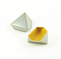 Punto y Láser sobre el Plano. Um projeto de Design de joias e Design de produtos de Alicia Manso Muñoz         - 10.07.2013