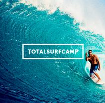 Totalsurfcamp. Un proyecto de Br, ing e Identidad, Diseño Web y Desarrollo Web de Wild Wild Web  - 15-02-2015