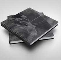 La mora. Una fuente, muchas vidas. Um projeto de Design editorial e Design gráfico de Estudio Mique          - 16.11.2009