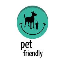 Pet-Friendly logo and label. Um projeto de Design, Br, ing e Identidade e Design gráfico de Natalia Beato Pérez         - 20.07.2015