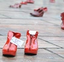 Zapatos Rojos Málaga · Arte Público · Elina Chauvet. Un proyecto de Instalaciones, Eventos y Vídeo de ANA A. BALBUENA         - 21.09.2016