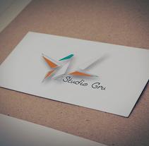 Logo  Studio Gru. Um projeto de Br, ing e Identidade e Design gráfico de Diana Drago         - 21.11.2016