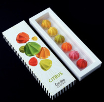 Diseño de packaging de bombones Citrus para la firma Escribà 1906. Un proyecto de Diseño, Dirección de arte, Br, ing e Identidad, Diseño gráfico, Packaging y Retoque digital de jordi  ferrandiz - 07-12-2017